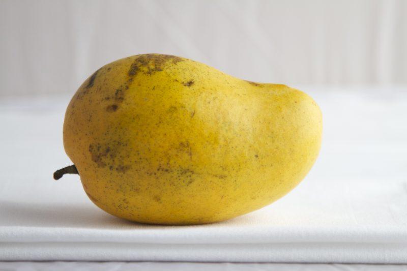 راهنمای خرید میوه تازه کدام میوه ها را نخریم - انبه