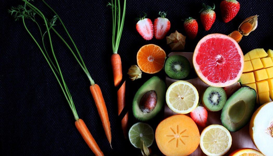 ۶ میوه فوقالعاده ضد پیری زودرس با خواص آنها - میوه