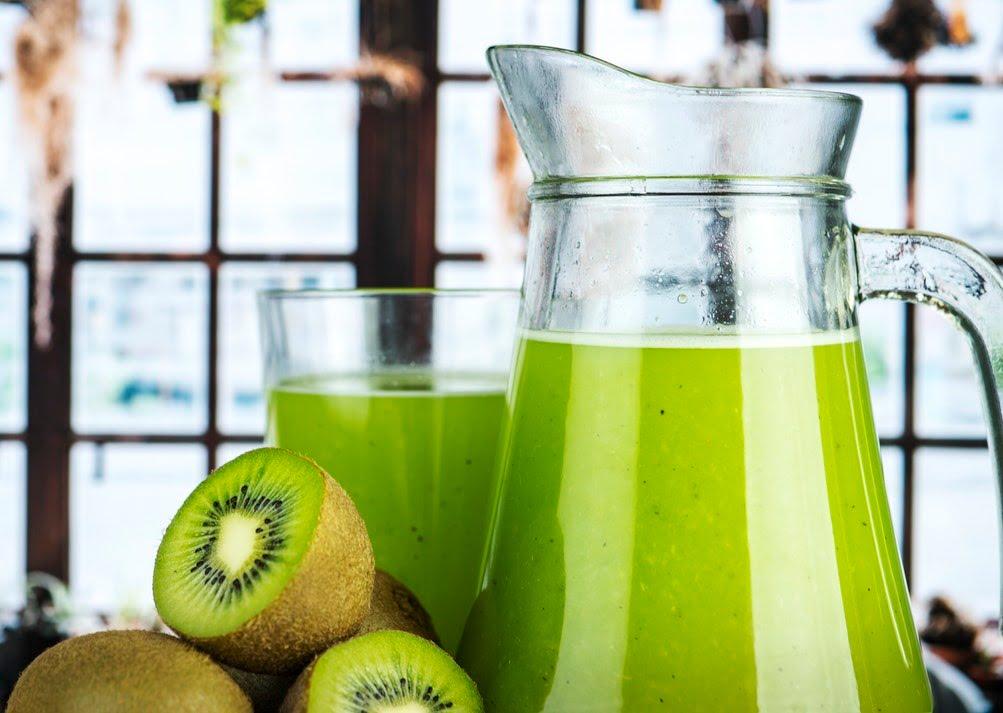 ۶ میوه فوقالعاده ضد پیری زودرس با خواص آنها - میوه کیوی