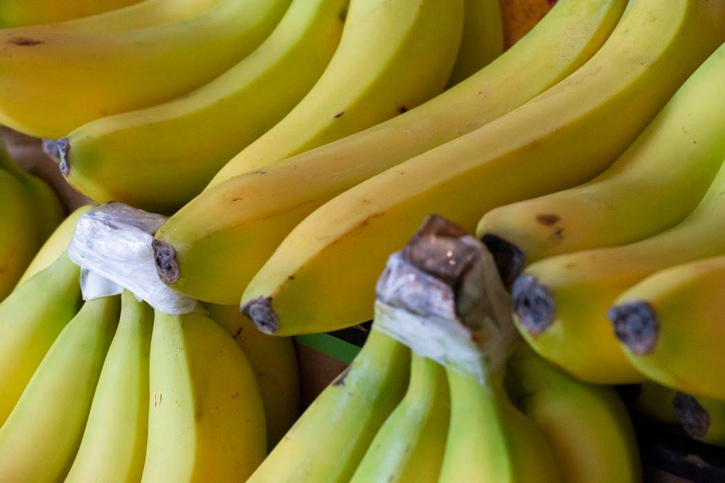 ترفندهای نگهداری طولانیتر سیب و موز- موز