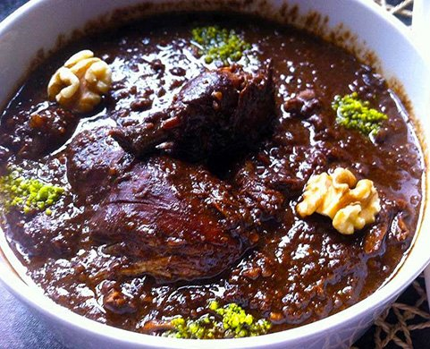 طرز تهیه خورش فسنجان با مرغ و رب انار