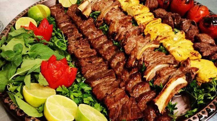 طرز تهیه ۱۱ نوع کباب مجلسی و خوشمزه در منزل؛ طعم کبابیهای محل | اکالا