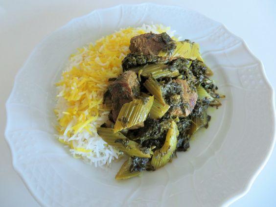 طرز تهیه خورشت کرفس با گوشت قورمه ای