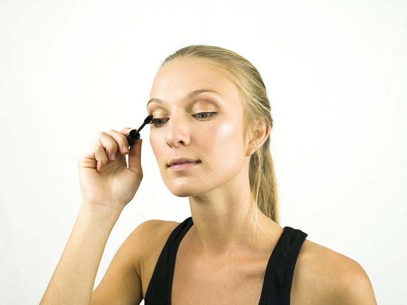 ریمل زدن-آرایش چشم-آرایش صورت,آموزش آرایش صورت در خانه, آرایش صورت ملایم و جذاب اپارات چگونه آرایش ملایم داشته باشیم