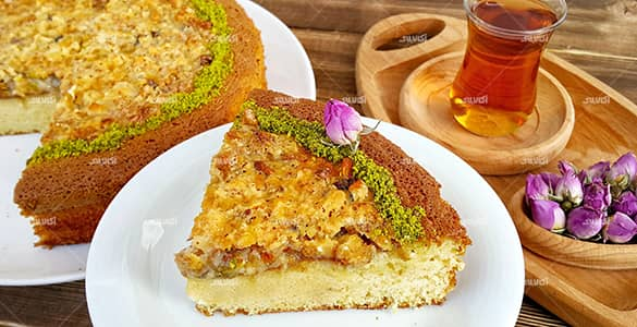 Cake with honey and walnuts