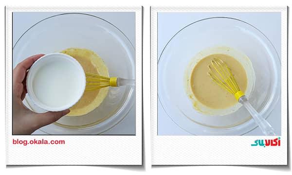 اضافه کردن شیر ولرم به مواد خمیر نان زنجبیلی
